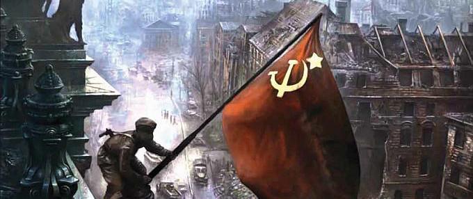 Büyük Zafer Günü'nde Kızıl Bayrak Berlin sokaklarında